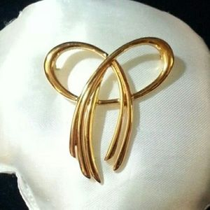 Vintage Trifari Bow Brooch yellow gold plated